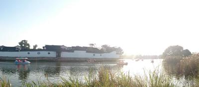 澄湖壹号园叠加别墅首付只需58万,坐落于风景秀丽的阳澄湖畔,周边自然资源十分丰富