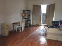 颐景园三房一厅一卫有两台空调,价格优惠,小区环境优美,欢迎来电