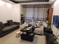 滨江丽景 2300元,漂亮精装房,保养很新的2居室,随时可以入住
