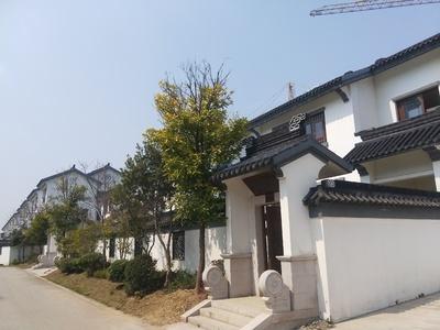 中式园林风格 苏园别墅 五湖环绕 三个阳台 全明落地窗 四房朝南182平